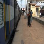 【インド〜ネパール旅動画「コロンキー少年」(121話)】小便小僧な朝/寝台列車