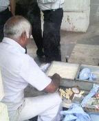 コンノート広場で売る男