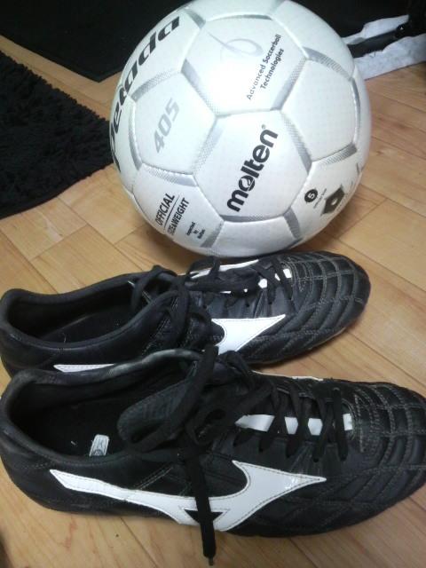 サッカーボールとスパイク