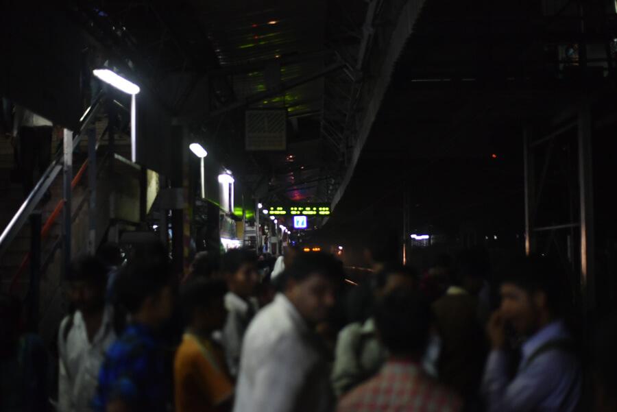 列車が来る(ムンバイ旅・マヒム少年)