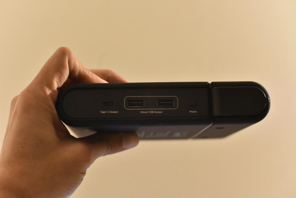 「USB差込口」RAVPOWER 『ポータブル電源 RAVPower 27000mAh-RP-PB055 / 100W 予備電源 パソコン バッテリー(MacBookPro2016対応)