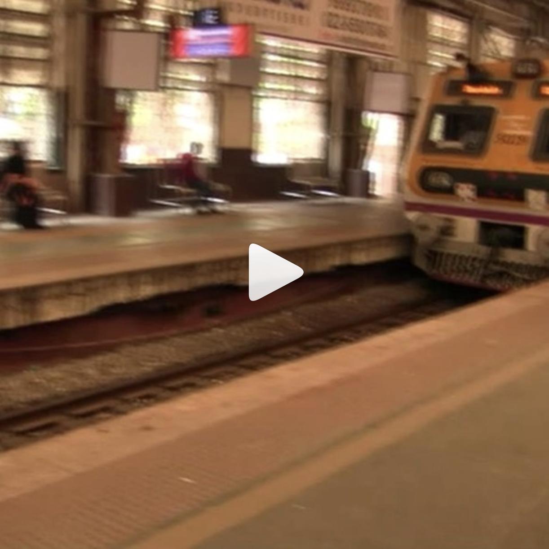 マヒム少年 #153 マハラキシミまでの列車が到着しました