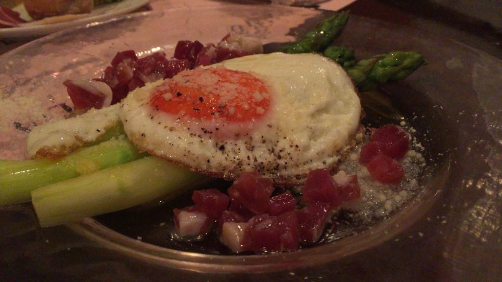 濃密卵とアスパラガス「恵比寿・イタリアン「オステリア バール ヴィア ポカポカ」