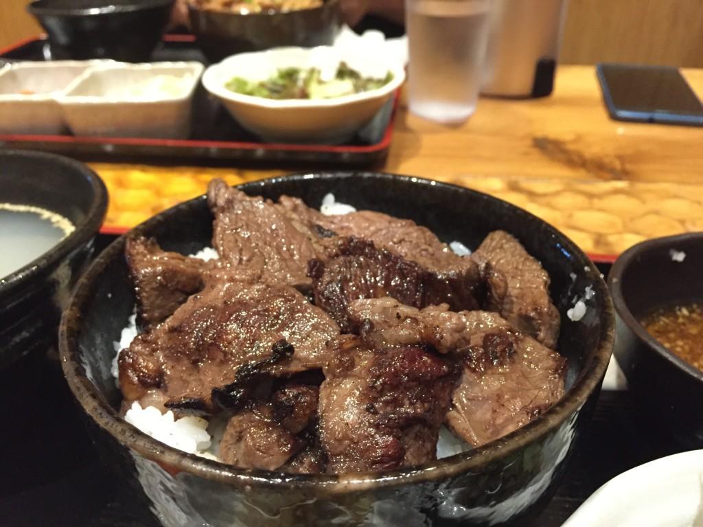 神泉 永秀のハラミ定食丼