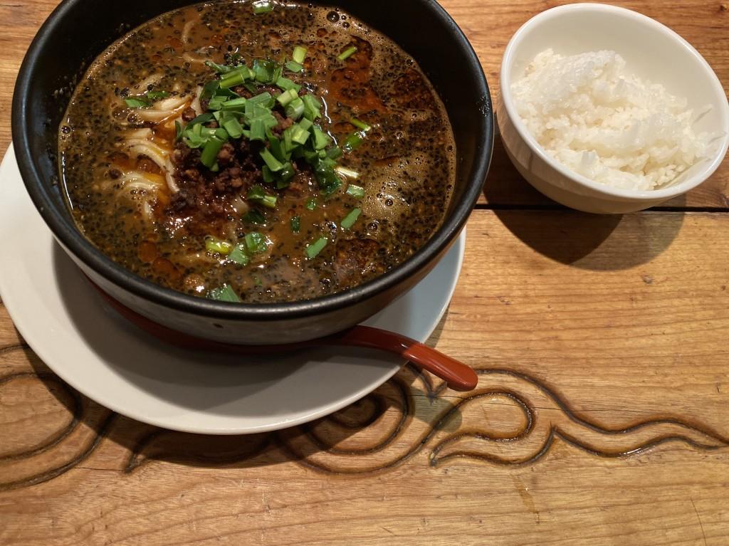 黒胡麻坦々麺。蒼龍唐玉堂 六本木店 (ソウリュウトウギョクドウ)