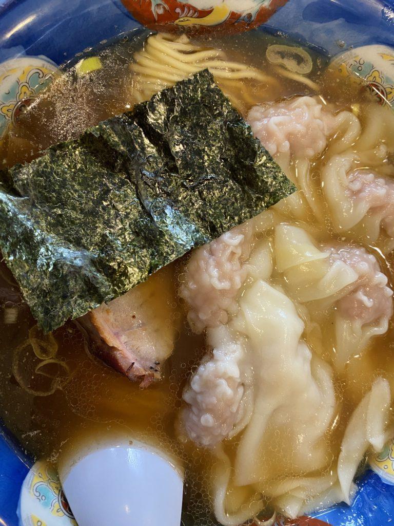 肉ワンタン麺のようす【行った】浜田山「たんたん亭」(支那そば)で「肉ワンタンメン」