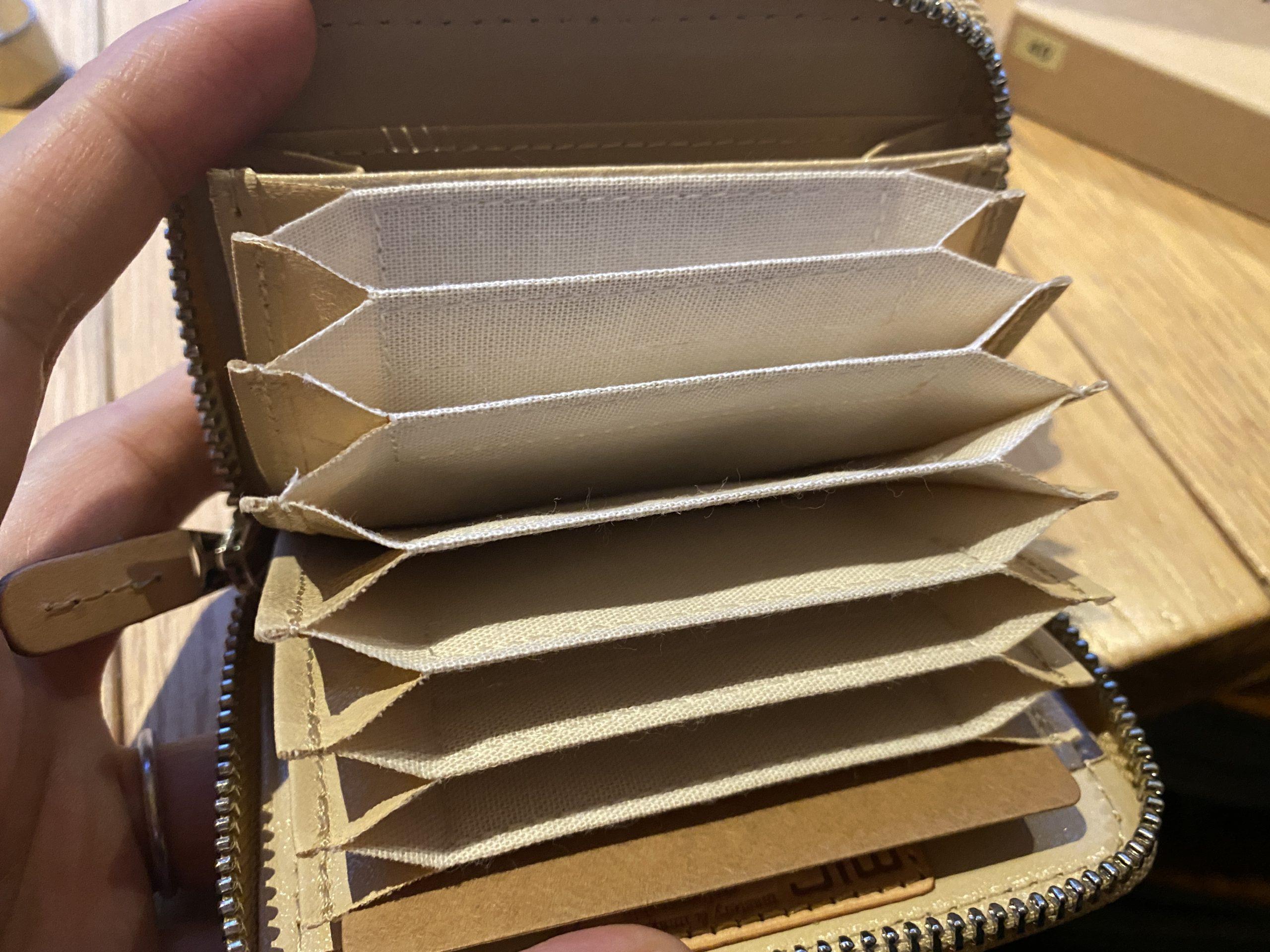 カード入れ。こんなに入る。ようやく買えた。革財布のお店「mic」のカードケース